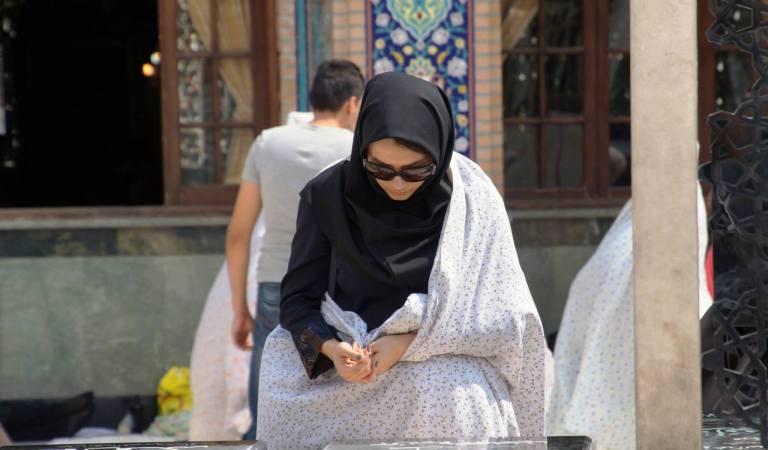 modląca się kobieta w Tajrish