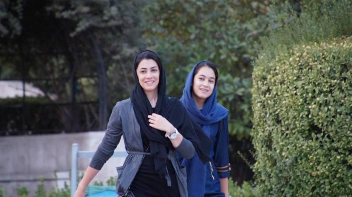 spotkanie dziewcząt w parku Dialogu