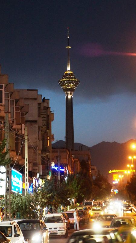 Widok na Milad Tower Teheran